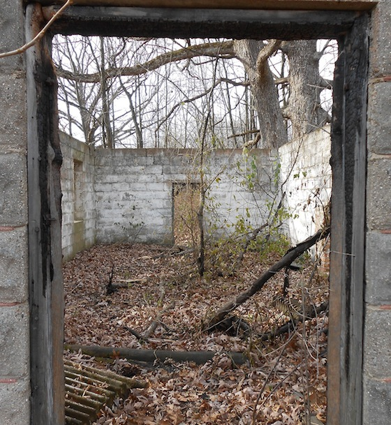 Doors, Windows And The Roof Are Long Gone From The Abandoned Building In  St. Charles And The Floor Is Covered With Leaves And Debris, Including An  Old ...