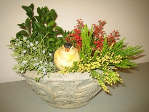 """Horticulture educators will give demonstrations on using fresh greens for holiday arrangements and festive decorations at the University of Illinois Extension """"Friends Night Out"""" workshop."""