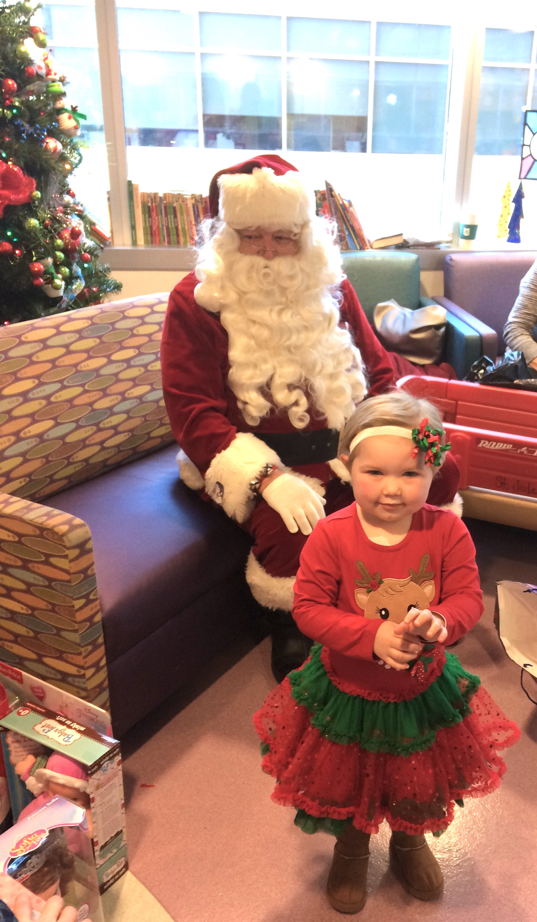 Volunteers Give St Jude Patients And Families Christmas Cheer Chronicle Media