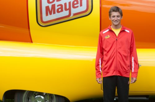 Hot-diggity dog: Crystal Lake man 'hauling buns' as Wienermobile driver
