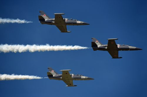 All eyes to the skies at Waukegan air show