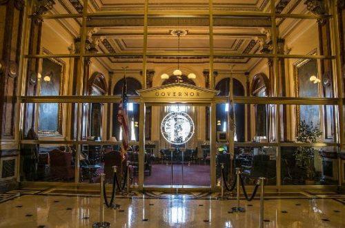 Governor hopefuls court Illinois environmentalists