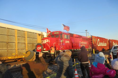 Canadian Pacific Holiday Train brings music, donations to Bensenville