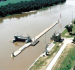 Illinois Waterway shutdown prompts concerns
